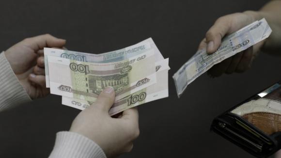 Уступят ли бумажные купюры безналичному расчету?