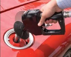 Азаров заявил, что не будут устанавливать предельные цены на бензин