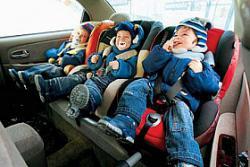 Как уберечь ребенка в автомобиле