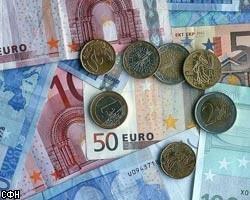 На межбанке евро подешевел на 8 копеек