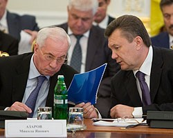 В.Янукович раскритиковал Н.Азарова за недостоверную информацию относительно наполнения ПФ