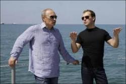 Медведев расстреливает Путина из пулемета (ВИДЕО снятое КПРФ)