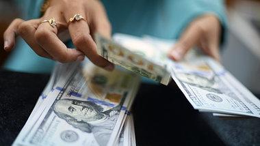 Регулятор озаботился иностранной валютой