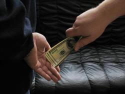 В МВД знают средний размер взятки в Украине
