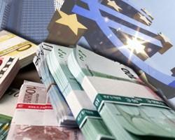Евро на межбанке подешевел на 12 копеек