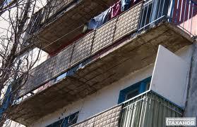 Жителям столицы придется чинить балконы