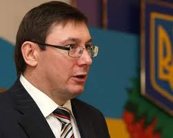 Луценко: Власть презирает, но боится народа