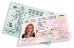 В МВД планируют выдавать водительские права на 5 лет