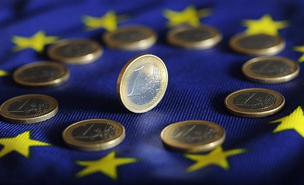 Индекс деловой активности в сере услуг еврозоны снизился до двухлетних минимумов