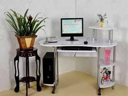 Как выбрать компьютерный стол правильно?