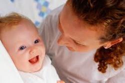 Сколько будут платить одиноким матерям в этом году