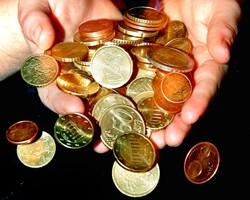 В Украине на межбанке незначительно подешевел евро