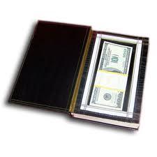 """Где не надо хранить деньги: 10 самых популярных """"тайников"""""""