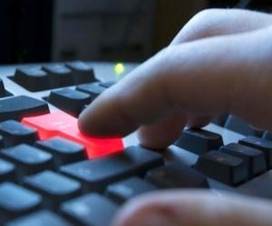 Власть переходит в информационную защиту