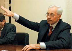 Азаров обещает «черный» вторник для бензиновых торгашей