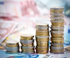 Рост вкладов в российских банках сократится в два раза