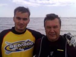 Сын Януковича забрал автомобиль у Ющенко и ездит без разрешения (ФОТО)