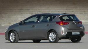 В Сеть попали снимки нового поколения хэтча Toyota Auris