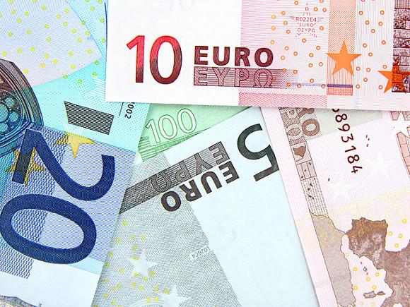 Евро страдает из-за политической неопределённости во Франции