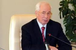 Азаров дал на ремонт дорог 717 млн. гривен