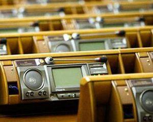 Депутаты в дефиците: новая Рада начнет работу неполноценной