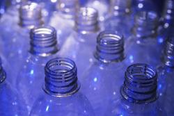 Пластиковые пакеты и бутылки будут дорожать