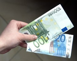 В Украине снова подорожал евро