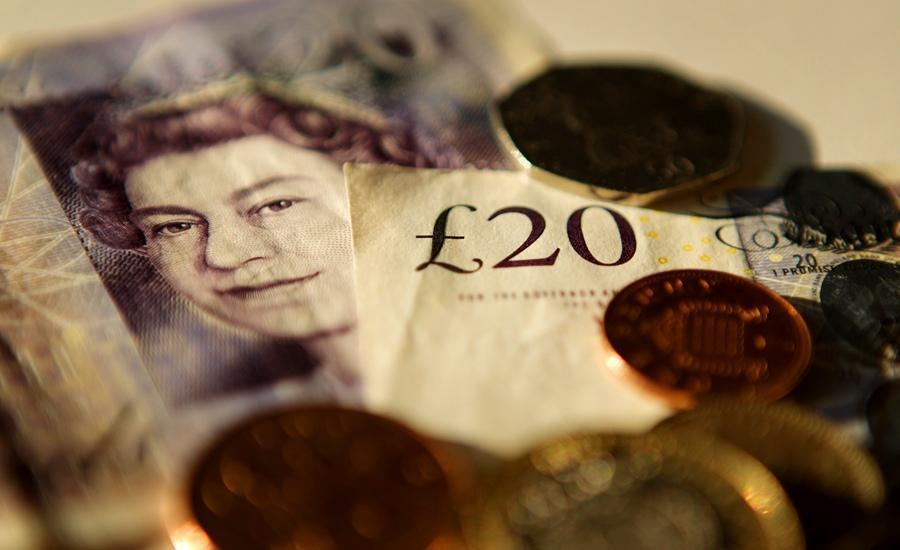 Курс британской валюты к доллару США упал до 31-летнего минимума