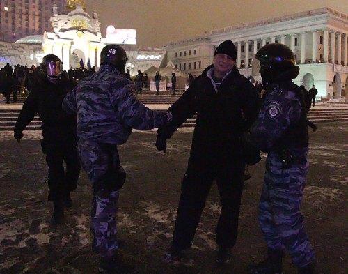 Против организаторов палаточного городка, возбудили уголовное дело. Данилюк вызван на допрос