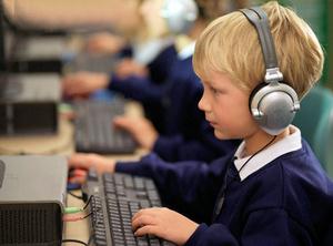 Почти каждый второй школьник зависим от интернета - исследование