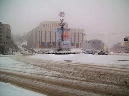 Из-за снега в столице снова вводят эвакуаторы и поднимают цены в такси