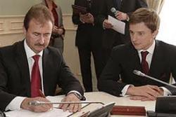 Попов побеждает Довгого (собрано уже 40 подписей за отставку)