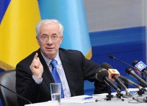 Азаров остался в кресле премьера