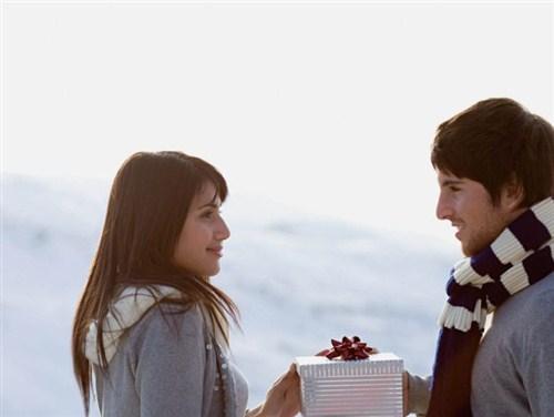 Подарки паре: как правильно подобрать?