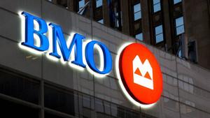 Банк Монреаля использует при обработке транзакций противоречивую политику