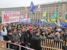 На Майдане Независимости собралось около 10-12 тысяч митингующих