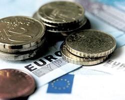 На межбанке евро подорожал на 14 копеек