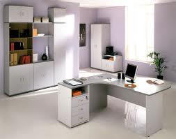 Офисная мебель: выбираем компьютерный стол для офиса