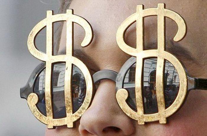 Состояние восьми богатейших бизнесменов достигло объёма средств половины населения Земли