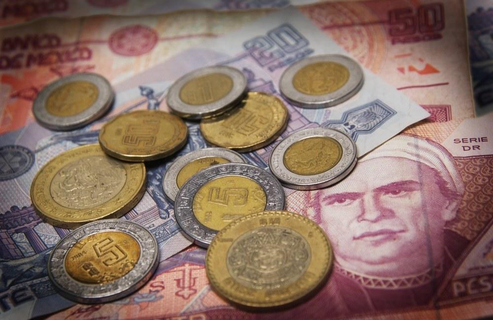 Инвесторы меняют песо на рубли, опасаясь победы Трампа