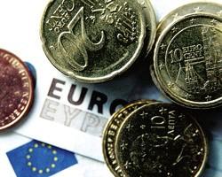 На межбанке евро подешевел на 10 копеек