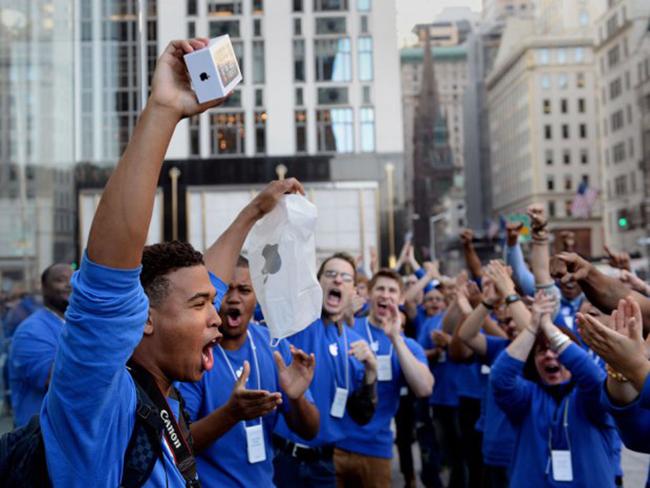 Продажи iPhone бьют новые рекорды