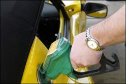 Азаров решил узнать какой бензин у него в баке