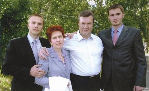 Януковичи прикупили себе банк