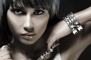 Как отличить серебреное украшение от подделки?