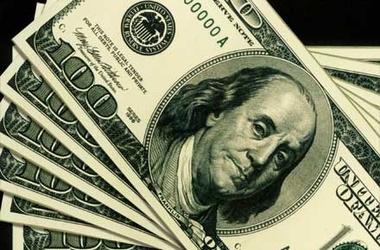 Курс доллара держится за счет ограничения доступа к иностранной валюте обычных граждан