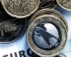 На межбанке евро подешевел на 12 копеек