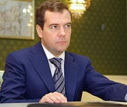 Медведев критикует Януковича