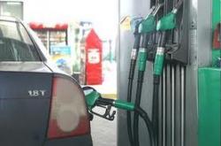 Из-за роста цен на бензин Азаров закроет все заправки
