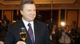Янукович принимает поздравления с Днем рождения